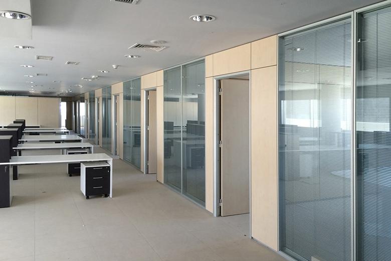 Pareti divisorie verticali orizzontali dati tecnici gam for Divisori mobili per ufficio