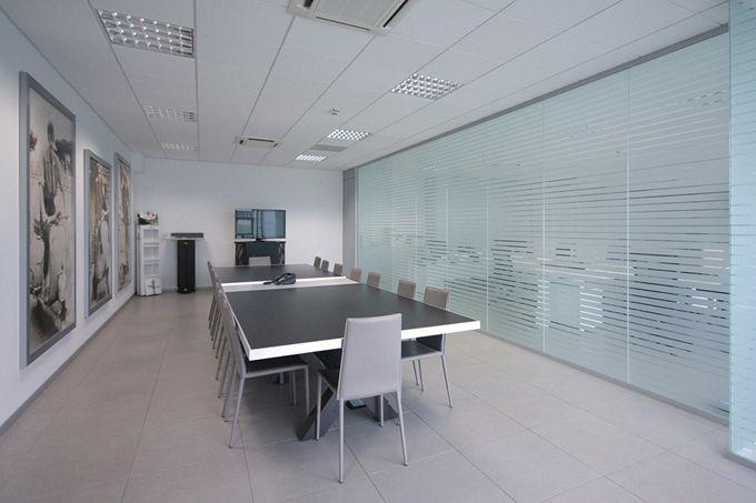 Pareti divisorie in vetro l 39 eleganza per i tuoi uffici for Progetta i tuoi mobili per ufficio