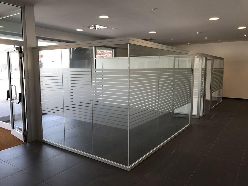 Pareti divisorie in vetro l 39 eleganza per i tuoi uffici for Mobile per ufficio