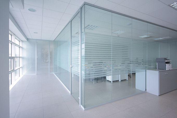Pareti divisorie in vetro l 39 eleganza per i tuoi uffici for Pareti per ufficio