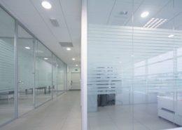 pareti in vetro e prezzi delle vetrofanie