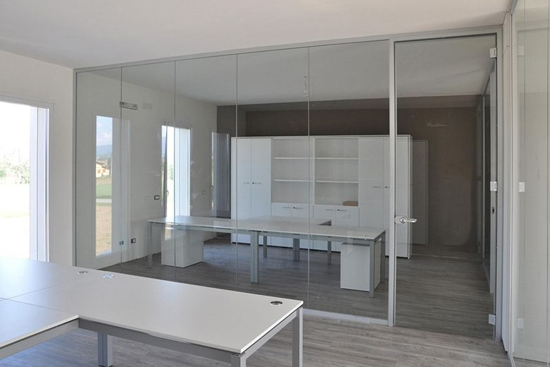 Pareti divisorie in vetro l 39 eleganza per i tuoi uffici for Pareti ufficio